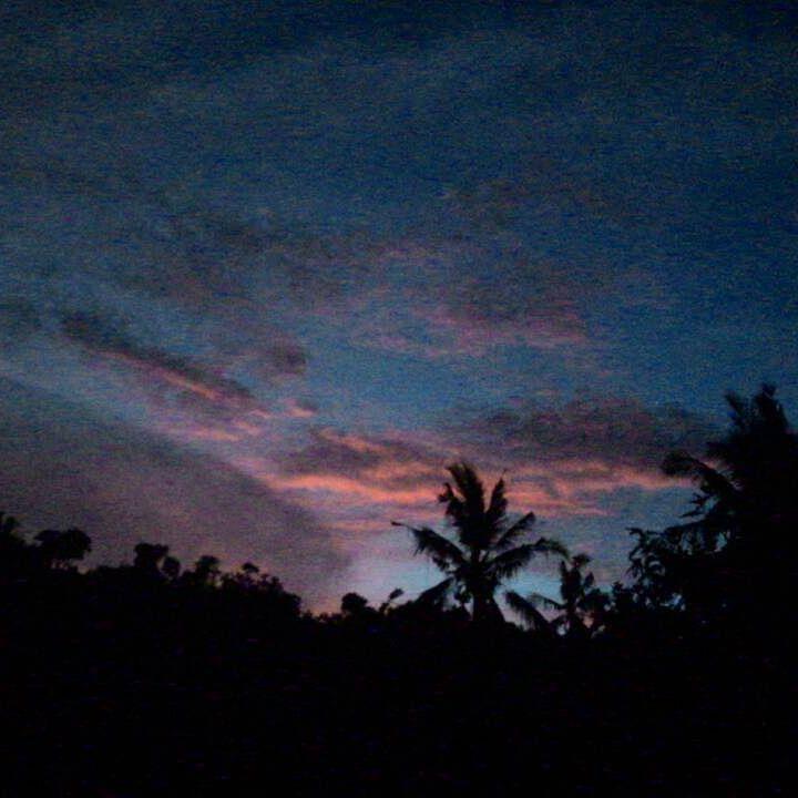 #nyepiday #langit #indah #cerah #terang #Balikutercinta #loveBali #onceonayear #bebaspolusi #hematlistrik #gelap by dana_yanti