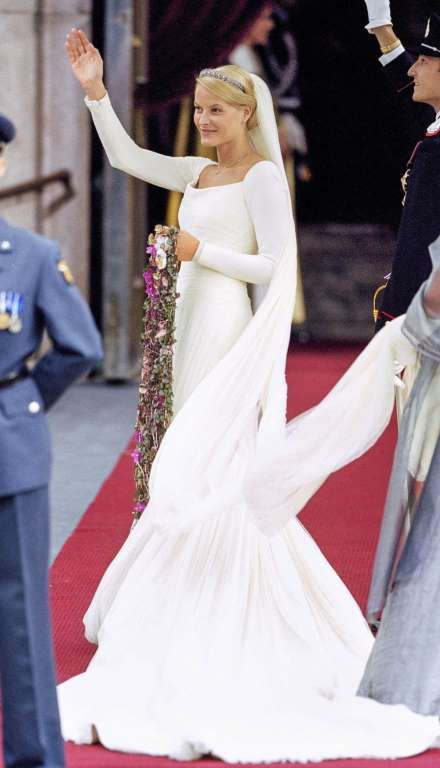 On August 25, 2001, Mette-Marit Tjessem Hoiby, a former waitress and single mother, married Crown Prince Haakon of Norway in a figure-hugging silk crepe and tulle creation by Norwegian designer Ove Harder Finseth.