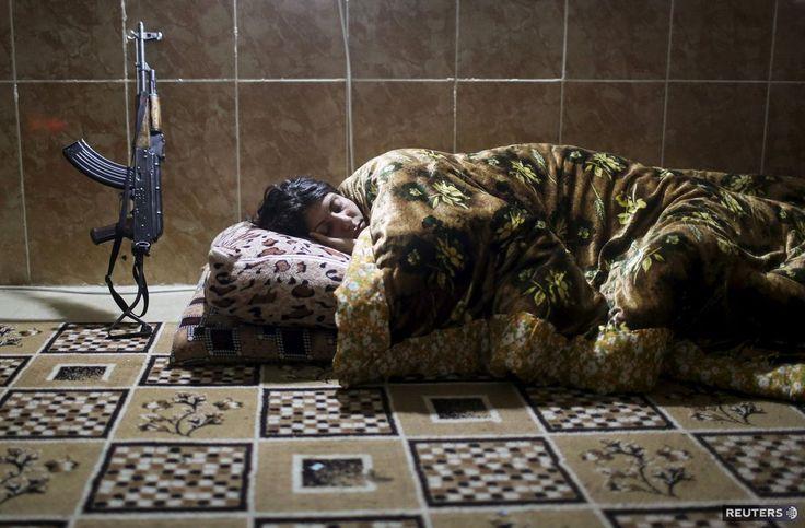 Kurdi, samopal, spánok
