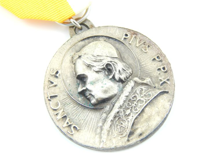 LARGE Vintage Pope Pius X Catholic Medal Brooch - Religious Education Award - Confraternity of Christian Doctrine Religious Charm - N33 by LuxMeaChristus on Etsy