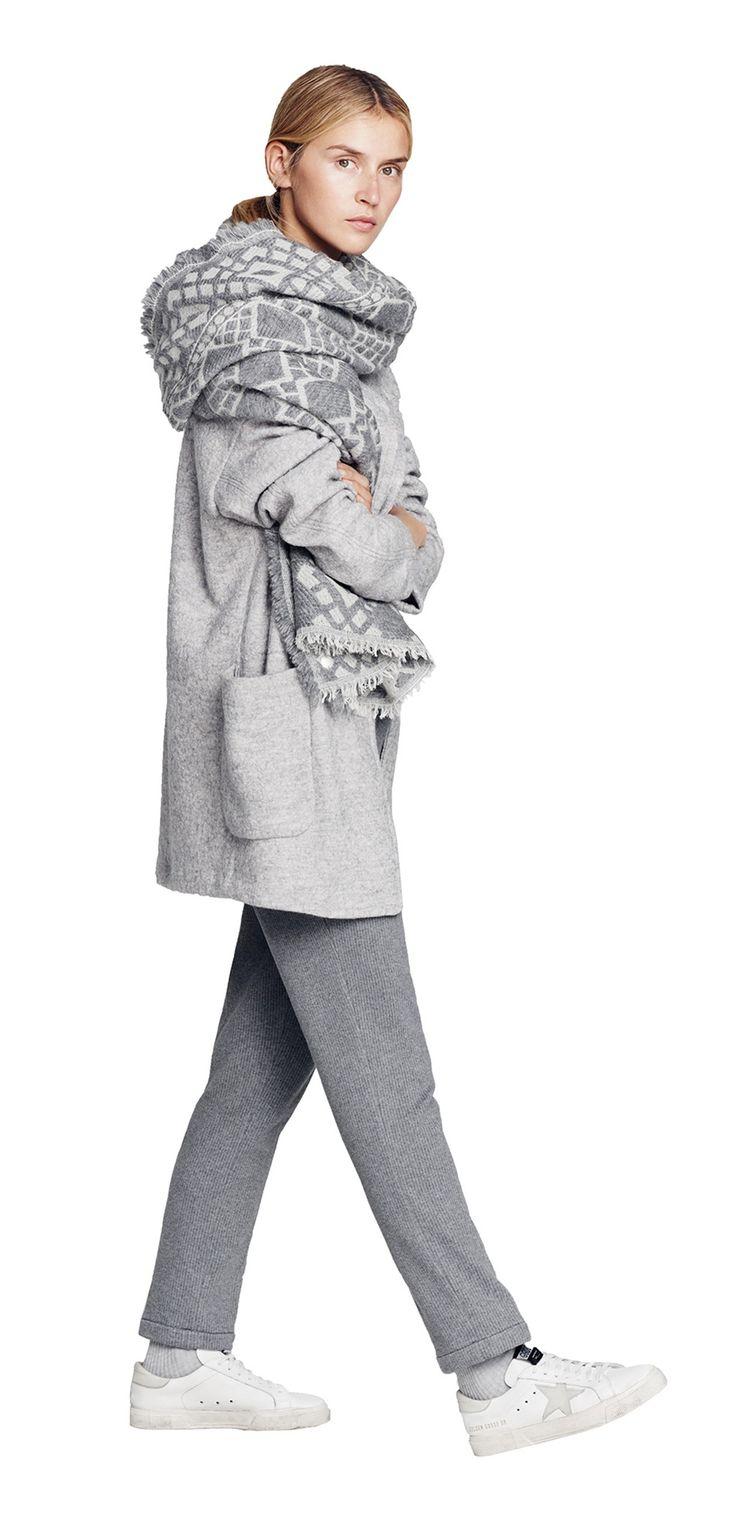 Damen Outfit Oversize-Schals Look von OPUS Fashion: grauer Oversize Schal, grauer Wollmantel, graue Business Hose