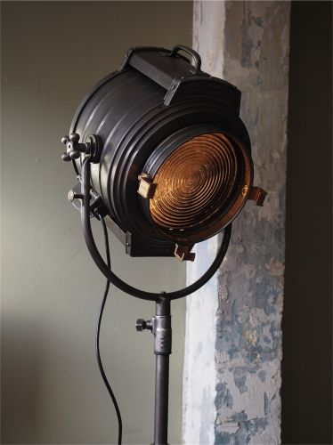 17 meilleures id es propos de lampadaire cinema sur. Black Bedroom Furniture Sets. Home Design Ideas