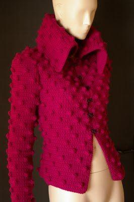 Este saco de bolitas tejido en agujas está hermoso, el color es el ideal para las morenitas guapas.