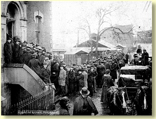 Miners waiting for licenses in Victoriac