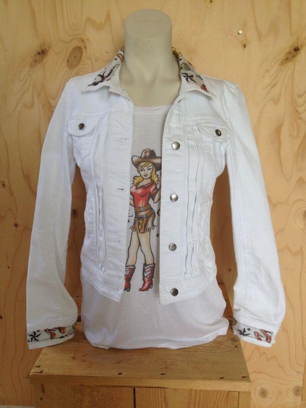 Wit spijkerjasje, maat S Upcycled jeans jacket 'Pimped by Lazy Lola'