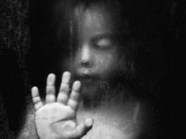 Storie terribili di bambini maltrattati e anche uccisi dai propri genitori..... Perchè la mente umana è così cattiva?
