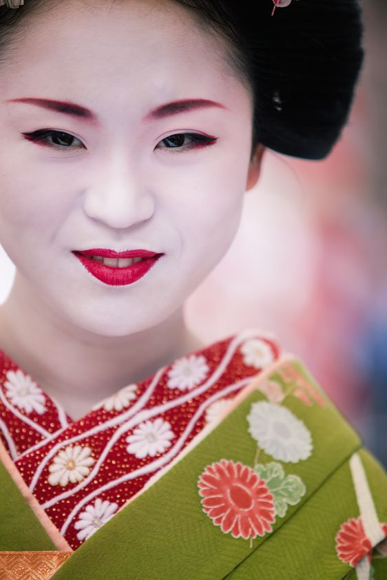 memoirs of a geisha culture essay 'memoirs of a geisha' was two years of the new york times bestseller list the book has been translated into thirty-two languages around the world golden rewrote his book three times and finally chose for the i-perspective.