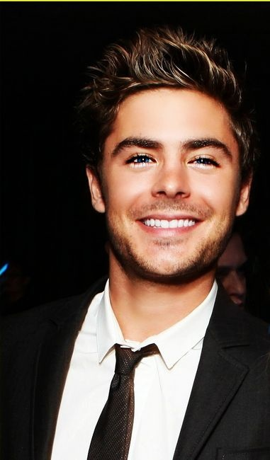he just keeps getting more and more cute :): Sexy Zac Efron, Cute Men, Cute Celebs, Future Husband, Boys, This Men, Zacefron, Sexy Celebs, People