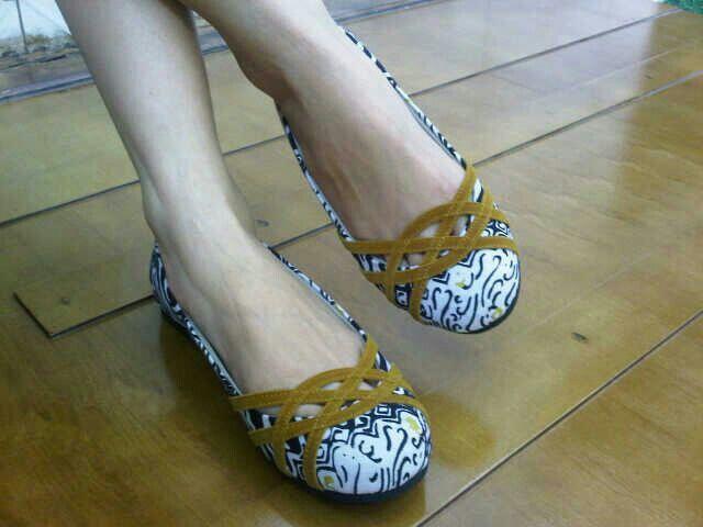 Lalita kunyit garutan   #SepatuBatik #BatikShoes #FlatBatikIndonesia #BatikIndonesia #madeinindonesia #outfitoftheday #HandmadeShoes #TokoRayyasti #BatikKawung #BatikMadura #BatikJumputan #BatikGarutan #BatikParang