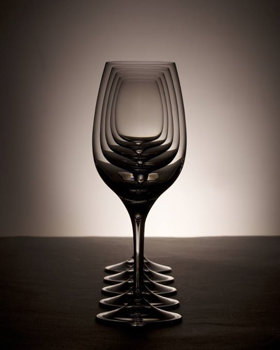 #bicchieri #vetro #continuità #matrioska #glasses #continuity #light #luce #ombre #shadows https://t.co/sHREnXhZrL https://t.co/EjV1FoEr6A