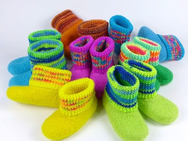 Hol Dir Wolle + Stricknadeln + leg los mit Stricken // Filzen. Das macht Spaß + die fertigen Stiefel sind nicht nur warm, sondern auch ein toller Hingucker.