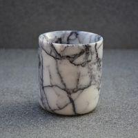Ştiai că... Indicelui de refracţie scăzut al calcitului din Marmură i se datorează senzaţia de vitalitate şi personalitatea marmurei? Explicaţia este simplă, şi anume, lumina pătrunde mai adânc în piatră înainte să fie reflectată în afară! #campaniisharihome http://sharihome.ro/campanie/tie-iti-place-marmura