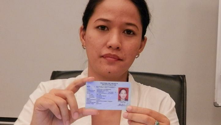 Dewi Kanti's identity card now says that she is 'kepercayaan' - or a traditional believer. For more than 10 years, the 37-year-old housewife\'s religion was listed as Muslim. (ST Photo/Zakir Hussain).  http://jakartaglobe.id/news/traditional-believers-quest-for-recognition-in-indonesia/  #dewikanti #sundawiwitan #islamktp #indonesiamayoritasislam #mayoritassemu #cigugur #kuningan