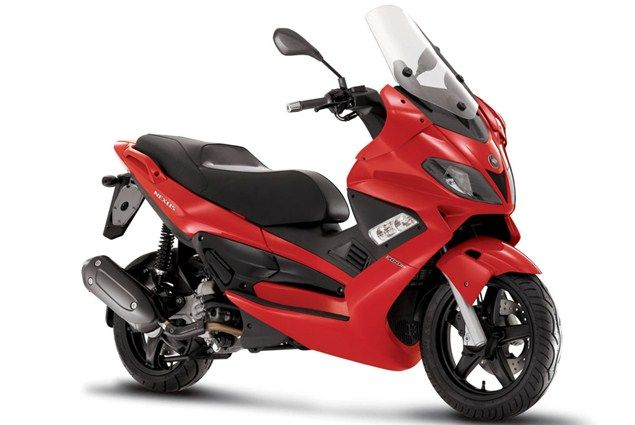 Top 10 maxiscooters under £3k - Gilera Nexus 300 - Page 3 - Motorcycle Top 10s - Visordown
