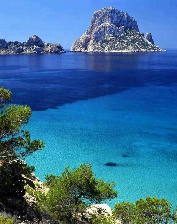 Prachtige blauwe oceean, het ultieme zomergevoel