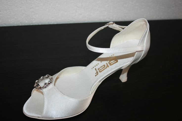 Prachtige bruidsschoenen 239 voor de bruiloft in de zomer.