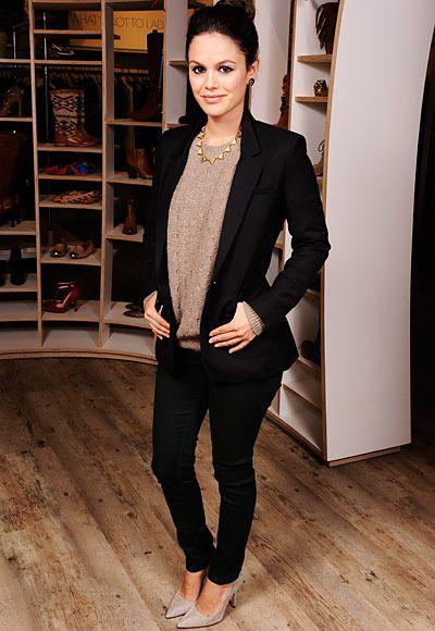 Stunning look / Rachel Bilson / black suit + pullover + necklace