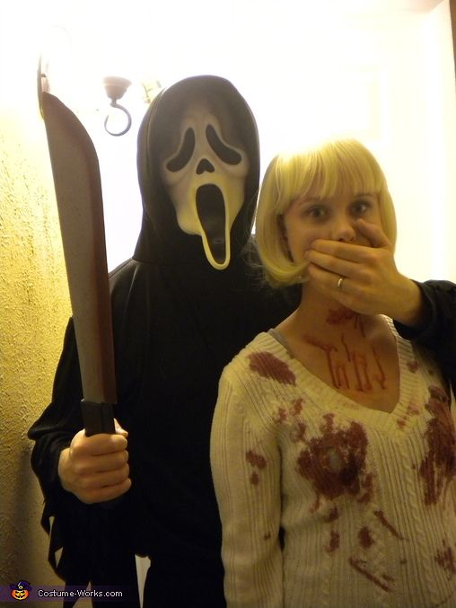Casey Becker & Ghostface - Couple's Halloween Costume Idea... SO well done too except for the macheté!
