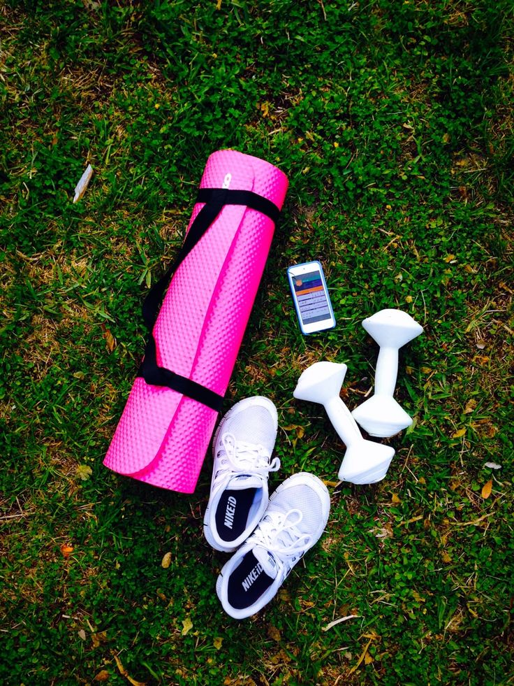 """smoothies-and-workouts: """"You can always workout. If u can't go to the gym, go outside!!!! It's always a good idea to have a good pair of shoes, some light weights to strengthen your muscles, and a..."""