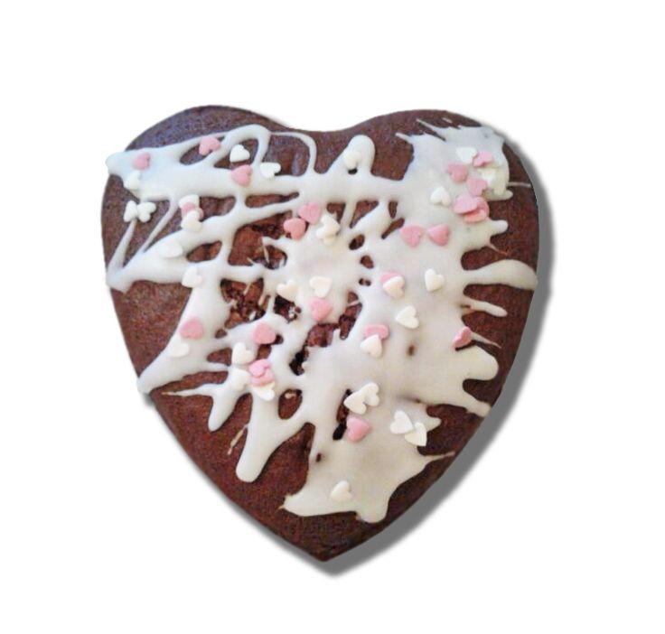 Esponjoso #Bizcocho de #Chocolate con baño de glasé real color nieve. Pídelo en gastroalquimia@gmail.com. Conoce más alquimias en www.gastroalquimia.com
