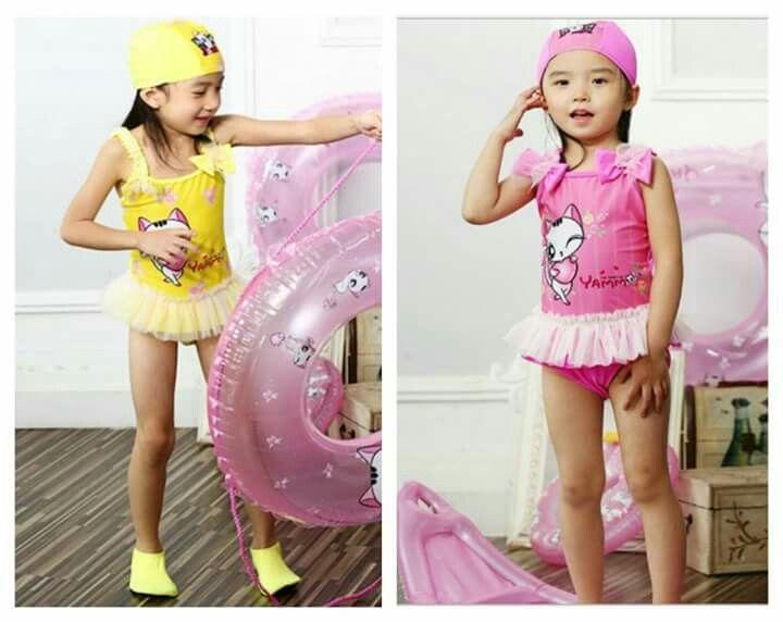 ชุดว่ายน้ำเด็กผู้หญิงวันพีซรูปแมว กระโปรงระบาย ติดโบว์ที่ไหล่ทั้ง 2 ข้าง มีหมวกเข้าชุด คุณภาพห้าง   **ไซต์ L สำหรับเด็กอายุ 4-5 ขวบ สูง 105 -115 cm น้ำหนัก 15-20 กก.  มีให้เลือก 2 สี คือสีชมพูและเหลือง ** ดูรูปจริงได้เลยจร้า ราคา 370 บ. ค่าส่ง 40 /ems 65 Line nongdeal