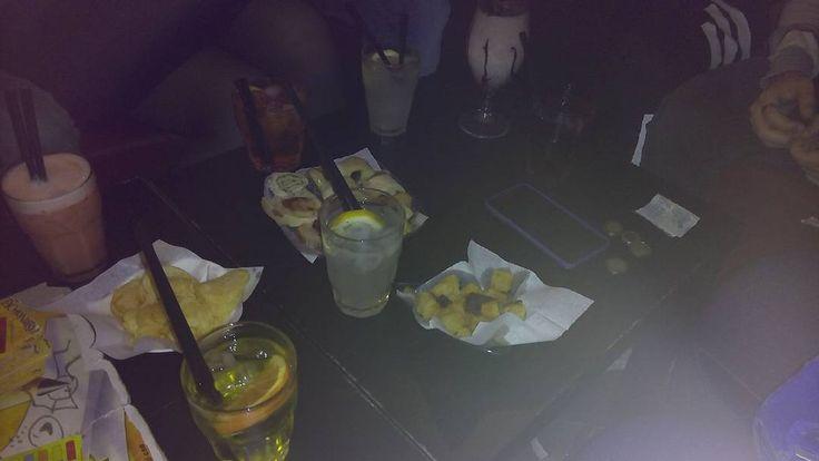 #친구 #사진 #이태리 #이타리아 #나포리 #인스타그램 #인스타데일리 #analcholic #drink #tassoni #cedrata #schweppes #lemonsoda #spritz #cherrysyrup #chocolatemilkshake #chakracafe #napoli #aversa #naples #italy #photo #friends #together by theinvisiblewall_