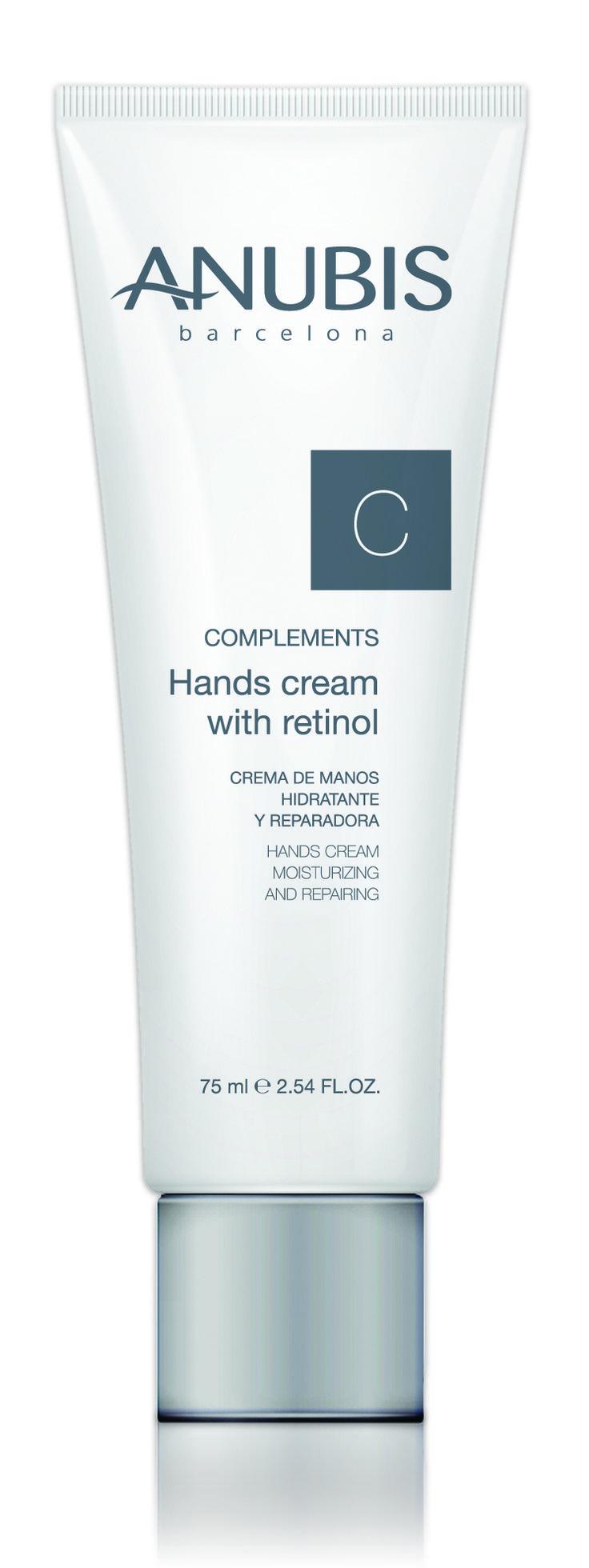 HANDS CREAM WITH RETINOL Crema de manos hidratante y reparadora Crema de manos regeneradora e hidratante. Previene y trata la desecación, luchando contra las agresiones externas causantes de grietas y deshidratación extrema de la piel.