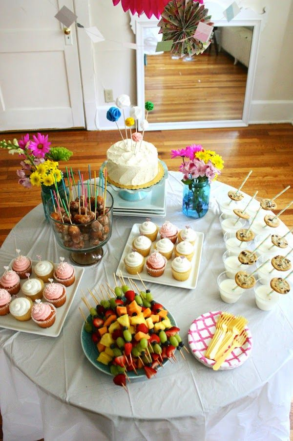 Do you want awesome party decor but you're on a tight budget? Here are some awesome ideas on making your next celebration cute and budget friendly!