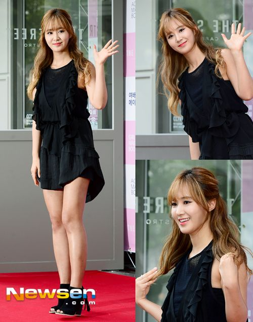 Yuri looks really good in this hair style
