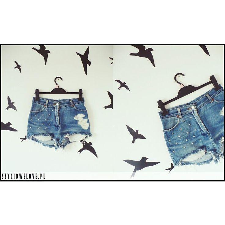 Kolejne z mojej kolekcji szortów DIY :) #szorty #szorty_z_wysokim_stanem #szortydiy #szortyjeansowe #ćwieki #dziury #jeans #szyciowelove_pl #brad #dżety #spodenki #summer #lato#trendsetter #blogoszyciu #diy#ilovediy #zrobtosam #przerabianie #przerabianieciuchów #remake #clothes#fashionista #sewing #moda #lookbook