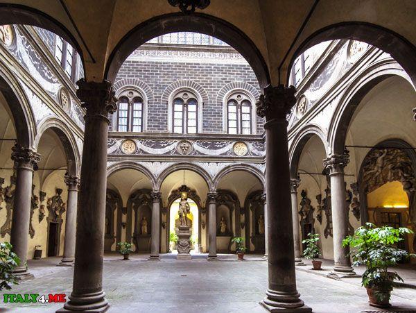 Палаццо Медичи-Риккарди, внутренний двор.