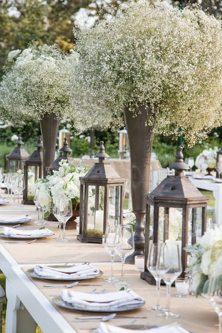 ROMANTIC table setting in white and silver