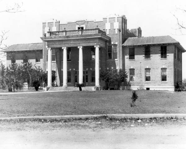 Florida Memory - Front view of the Okaloosa County courthouse - Crestview, Florida.  194-