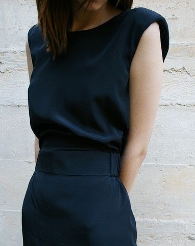 Navy figure hugging dress for work and going out. Simple elegance.