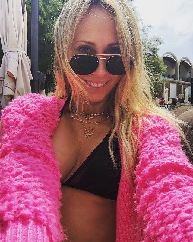 Miley cyrus topless i am free pic explodes