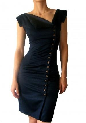Love the neckline and everything about this dress.