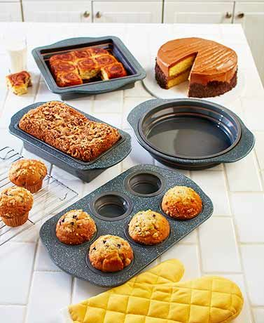 Replace your old bakeware with this modern Collapsible Speckle Bakeware. It features flexible silicone with rigid handles to give professionals and home bakers