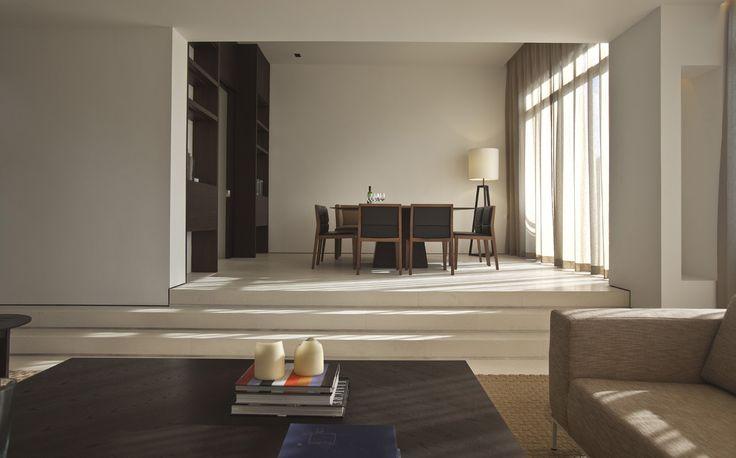 Simple lines creating an elegant dining room »« Bedmar & Shi