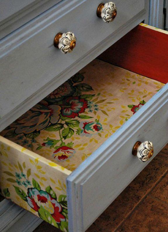 Para dar charme e repaginar as peças, o papel contact é uma ótima opção! Além, de possuir diversas cores e estampas, é um material fácil de ser colocado.