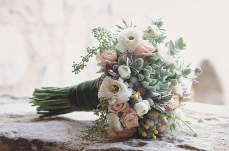 Una decoración con suculentas, ideal para bodas de verano! http://www.unabodaoriginal.es/blog/donde-como-y-cuando/decoracion/inspiracion-de-hoy-suculentas