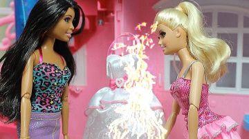 Барби мультик. Барби сжигает свадебное платье. Мультик с игрушками. http://video-kid.com/9308-barbi-multik-barbi-szhigaet-svadebnoe-plate-multik-s-igrushkami.html  Ракель и Кен решили пожениться. Кен не знает, что Ракель приворожила его. Барби страдает. Подруги успокаивают Барби и советуют забыть Кена. Барби сжигает свадебное платье.