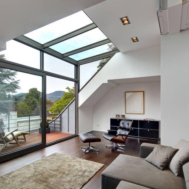 Dachgeschoss mit Glasgaube : Moderne woonkamers van Architekturbüro Lehnen