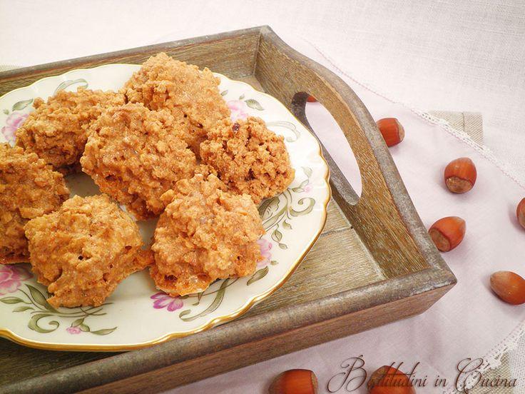 I Brutti ma buoni Bimby alle nocciole sono dei biscottini senza glutine, ricchi di energia sana. Leggi la ricetta per prepararli con Bimby.