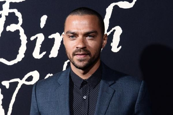 "Jesse Williams, who plays Dr. Jackson Avery on ""Grey's Anatomy,"" filed for divorce from wife Aryn Drake-Lee after more than four years of…"