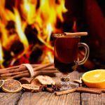Tutte le bevande invernali che scaldano il cuore: vin brûlé, zabaione, grolla…
