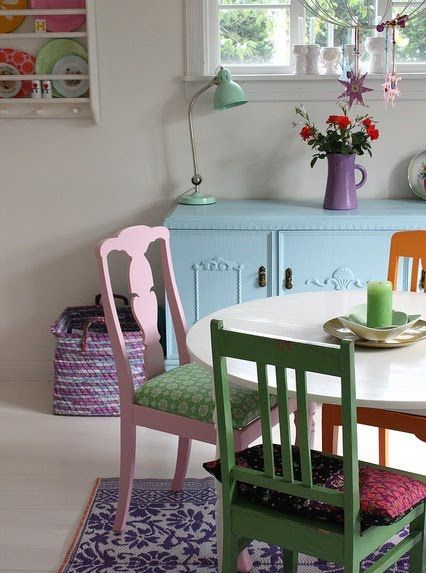 I love everything about this pic...the colour of the chairs, the blue buffet & the purple vase....I wish it was my place!!
