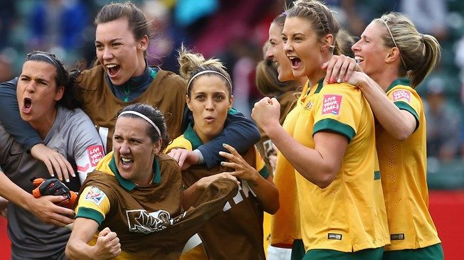 Australia celebrates, led by Lisa De Vanna #11 of Australia, center