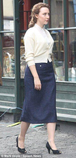 "Nouvelles photos de Saoirse Ronan sur le tournage de ""Brooklyn"" adapté du roman de Colm Toibin."