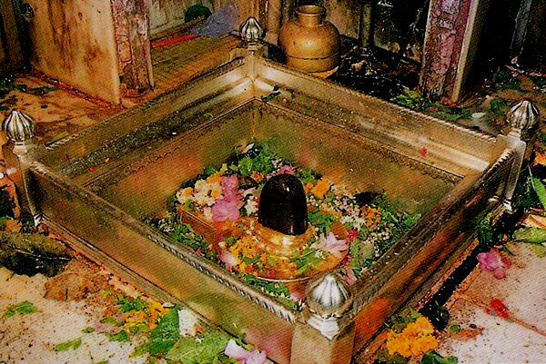 kashi vishwanath shivling It is believed that a faithful attains salvation (Moksha) if they are able to see the Shivlingam.