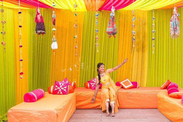Mehandi - Mehandi Celebrations! Photos, Hindu Culture, Gold Color, Decoration, Bridal Mehandi, Arabic Mehandi pictures, images, vendor credits - Kundan Mehandi Art, Dipak Colour Lab Pvt Ltd, Mahima Bhatia Photography, Asiana Couture, Jasmeet Kapany Hair and Makeup, WeddingPlz